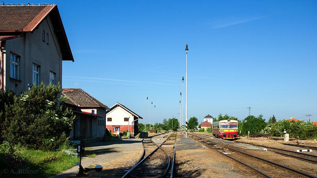 06.06.2015, 7.59 Uhr: 809 534 im Bahnhof Straškov