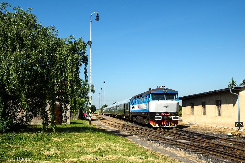 06.06.2015, 9.41 Uhr:T 478.2065 im Bahnhof Straškov