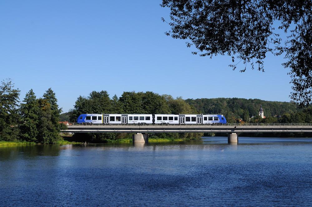 Mein erstes LINT-Foto in der Oberpfalz: 622 411 überquert als OPB 74263 die Schwandorfer Naabbrücke.