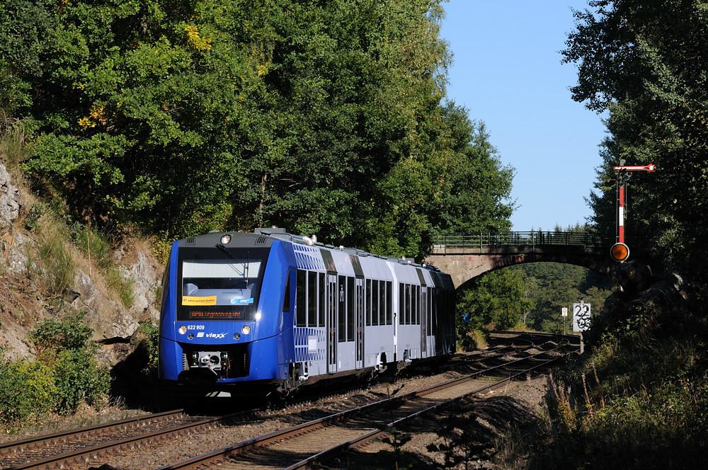 Am 02.10.15 verließ 622 409 als OPB 74263 den Bahnhof Reuth bei Erbendorf Richtung Regensburg.