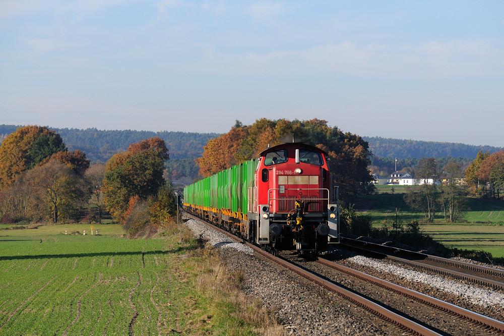Farbenfroher war dafür 294 766, die wenig später mit dem Müllzug aus Schwandorf folgte.