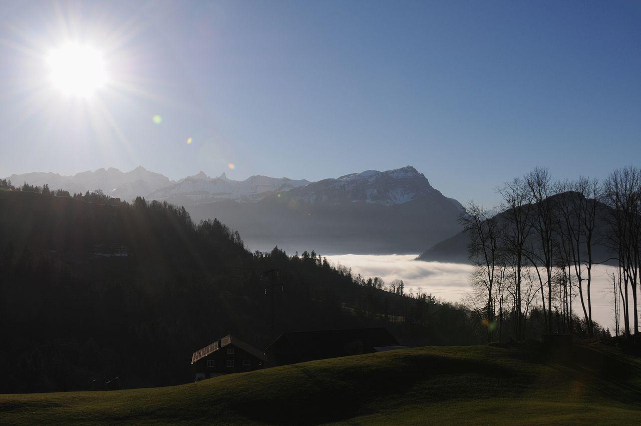 An einem anderen Standort konnte nochmals eine tolle Stimmung mit Blick in Richtung Südosten aufgenommen werden. Unter dem Nebel ist die Kantonshauotstadt Schwyz begraben.