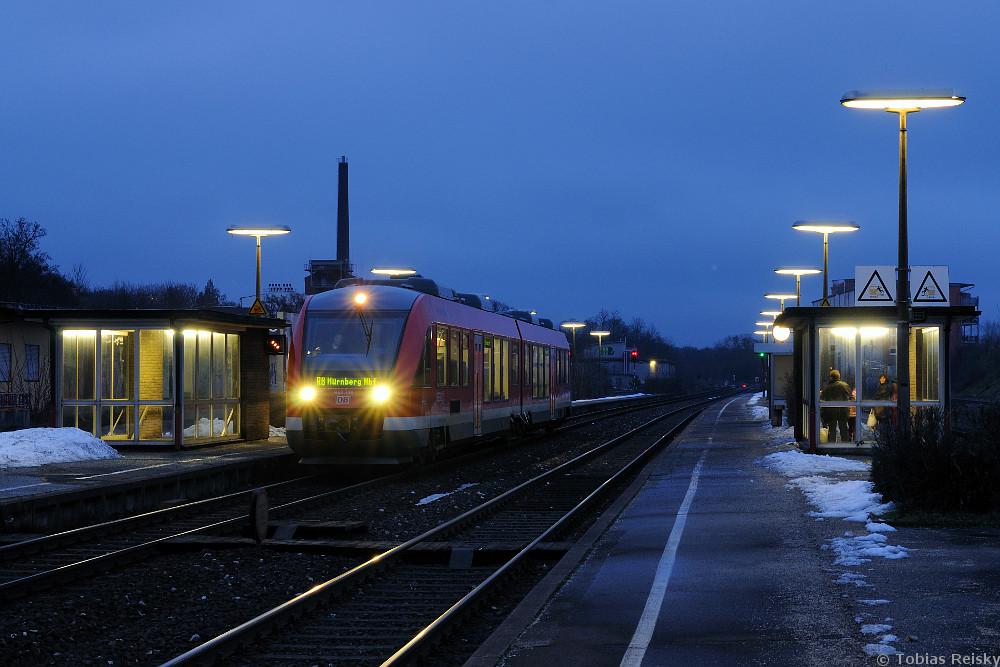 In Nürnberg Ost galt es am 11.01.2011 noch einmal die alten Bahnsteigleuchten aus der Bundesbahnzeit zu dokumentieren. Mittlerweile sind hier - wie fast überall - Natriumdampflampen aufgestellt worden.
