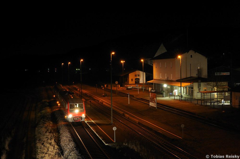 Nur wenige Tage später mußte dann auch der bekannte Blick vom (mittlerweile nicht mehr vorhandenen) Steg in Nabburg sein. 610 015 am 17.03.2013 als RB 59300 in Nabburg auf dem Weg nach Weiden.