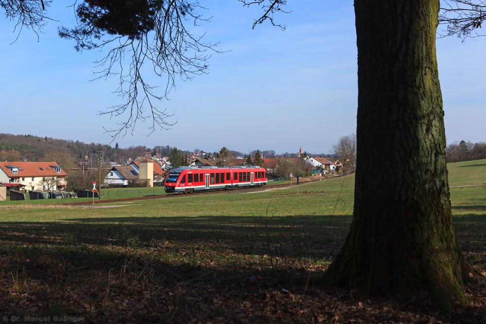 Los ging's kurz hinter Siegelsdorf bei Kagenhof, wo ich mich in die Büsche schlug, um den nach Langenzenn fahrenden 648 auf den Chip zu bannen.