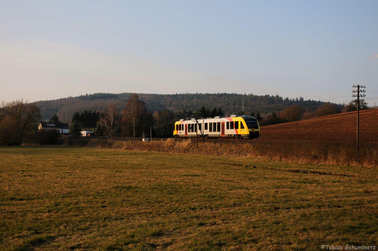 Hinter Angersbach war VT270 als DPN24831 in Richtung Fulda unterwegs. Auch hier war die Telegrafenleitung noch vorhanden.