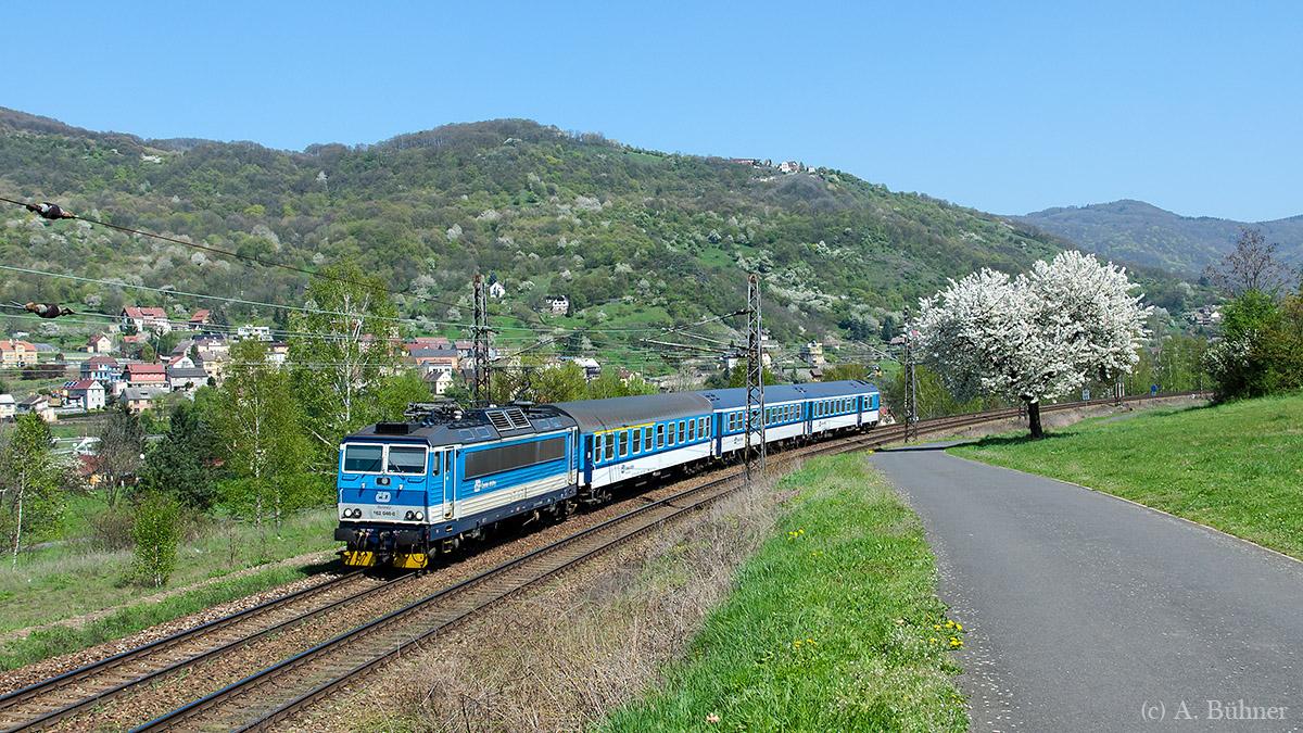 162 040 zieht R789 Richtung Litoměřice. Aufnahme bei Sebuzín.