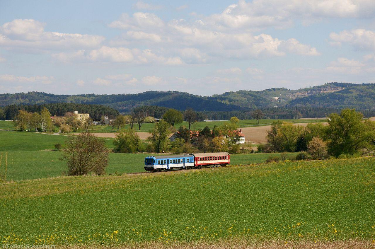 Der Gegenzug wurde aus dem 842 020 und einem Beiwagen gebildet. Der 1247 brachte daher zwischen Krasovice und Cizova etwas Abwechslung.