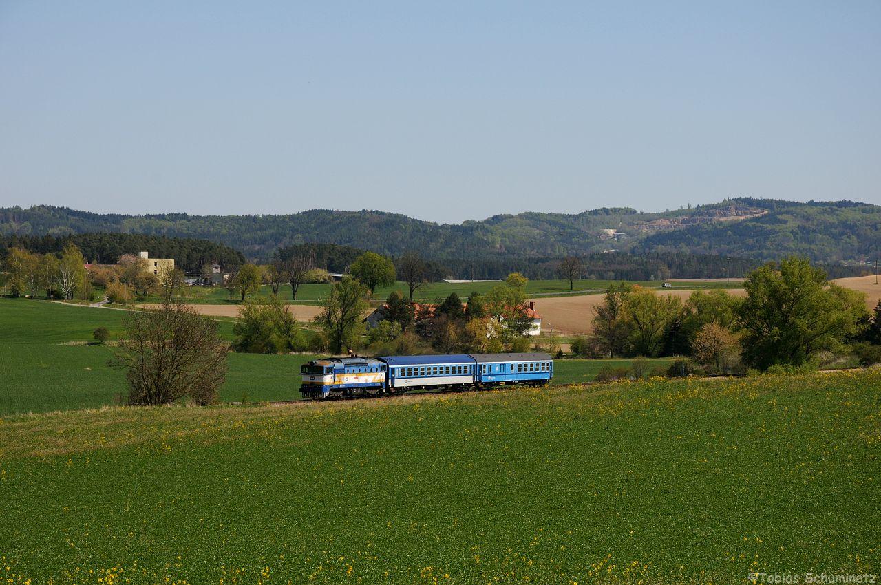 Um gleich danach wieder für die 754 027 mit ihrem R1247 nach Krasovice zu wechseln.