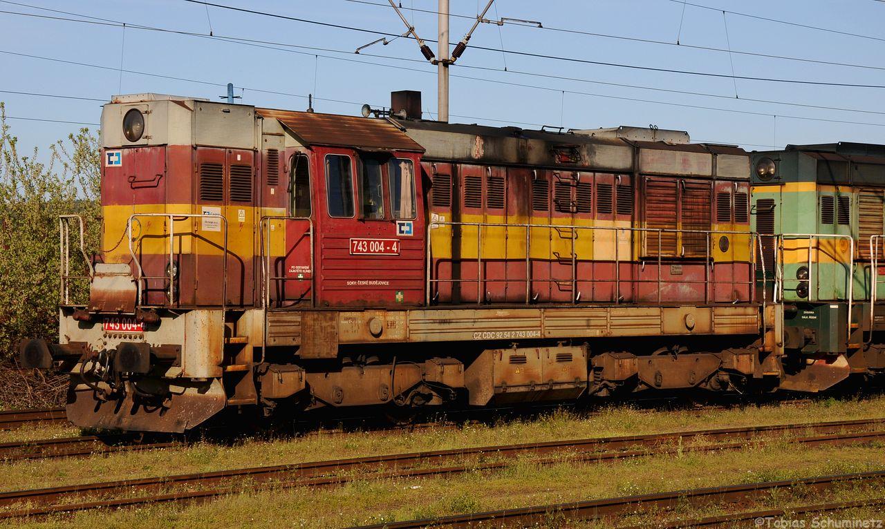 Danach wurden die in Protivin abgestellten Loks schnell abgelichtet. Hier die 743 004 von CD Cargo. Leider stand die grüne 743 hinter einem Masten.