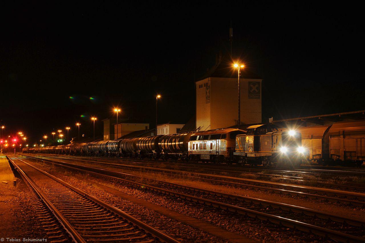 Nachdem die V1253 vorne und die 217 002 mit ihrem Ölzug von Ingolstadt aus in Furth im Wald angekommen sind, wurde gleich mal ein Foto vom ganzen Zug gemacht