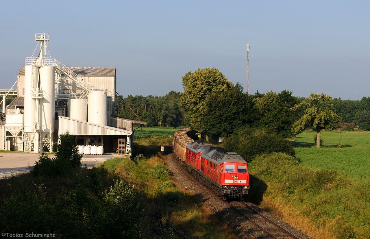 """Gemütlich konnte man auch """"aufziehen"""" und den Zug mit dem Feldspat-Werk der Firma Gottfried umsetzen."""
