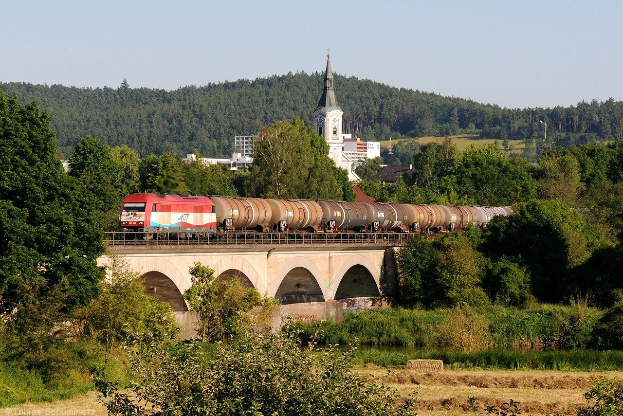 Wir hatten zudem noch Wind von einer EVB Leistung nach Furth im Wald bekommen auf welche wir bei Regenstauf noch warteten. 223 032 schleppte einen Kesselzug von Ingolstadt an die Tschechische Grenze.