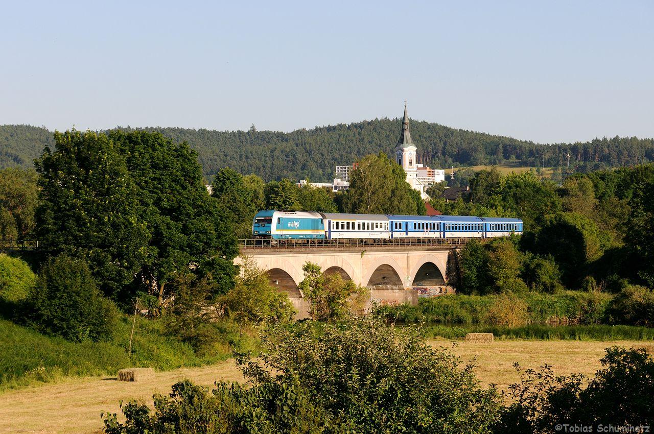 """Der Verkehr zwischen Regensburg und Schwandorf ist doch recht abwechslungsreich, so durfte auch 223 069 mit ihrem """"Prager"""" ALX357 nicht fehlen."""
