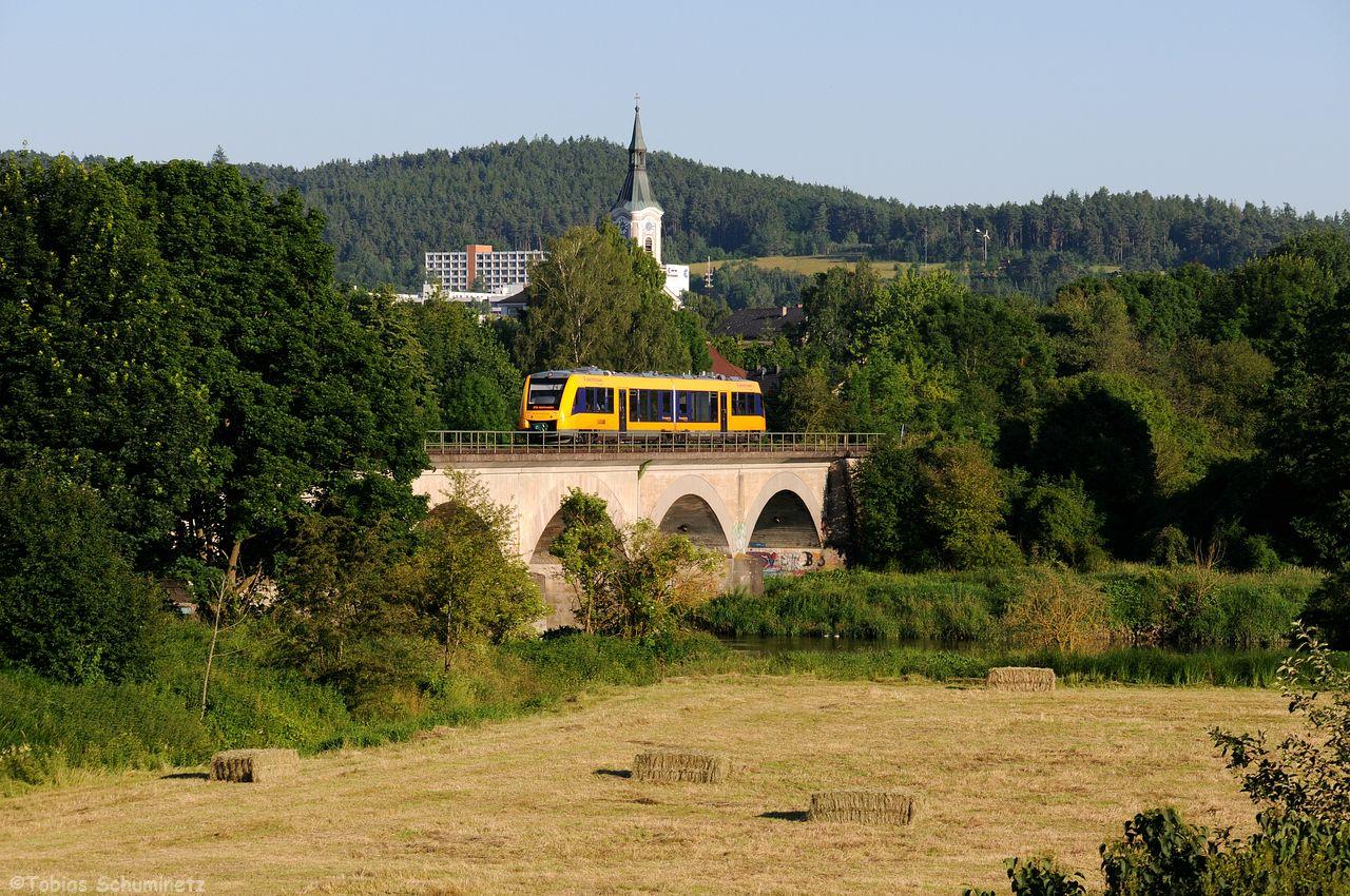 Etwas spitzer auf die Brücke geschossen, gab es einen der neuen Oberpfalzbahn LINT41.