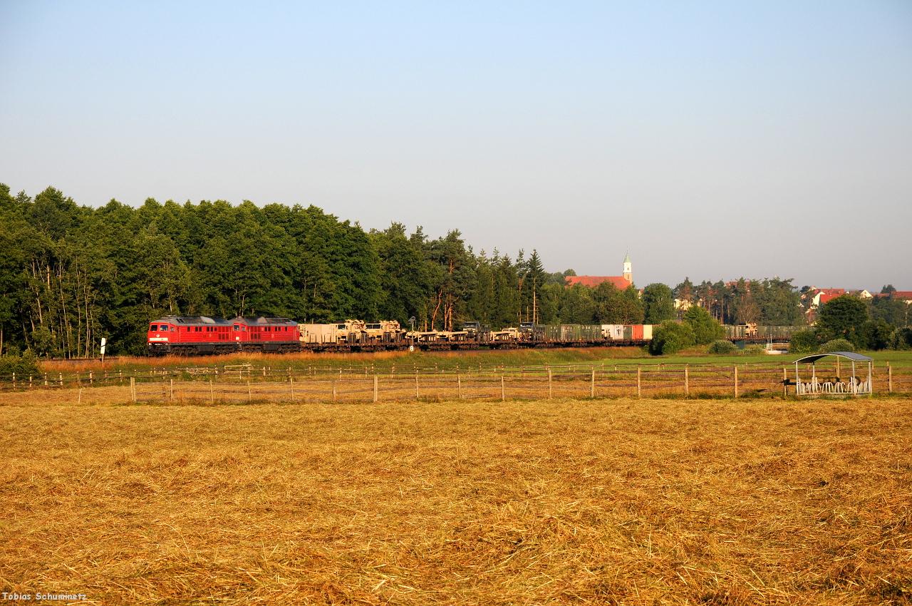 Am nächsten Morgen war es aber wieder wolkenlos. So konnte ich bei Freihung 232 618 und 232 259 mit einem Militärzug nach Grafenwöhr-Lager abwarten.