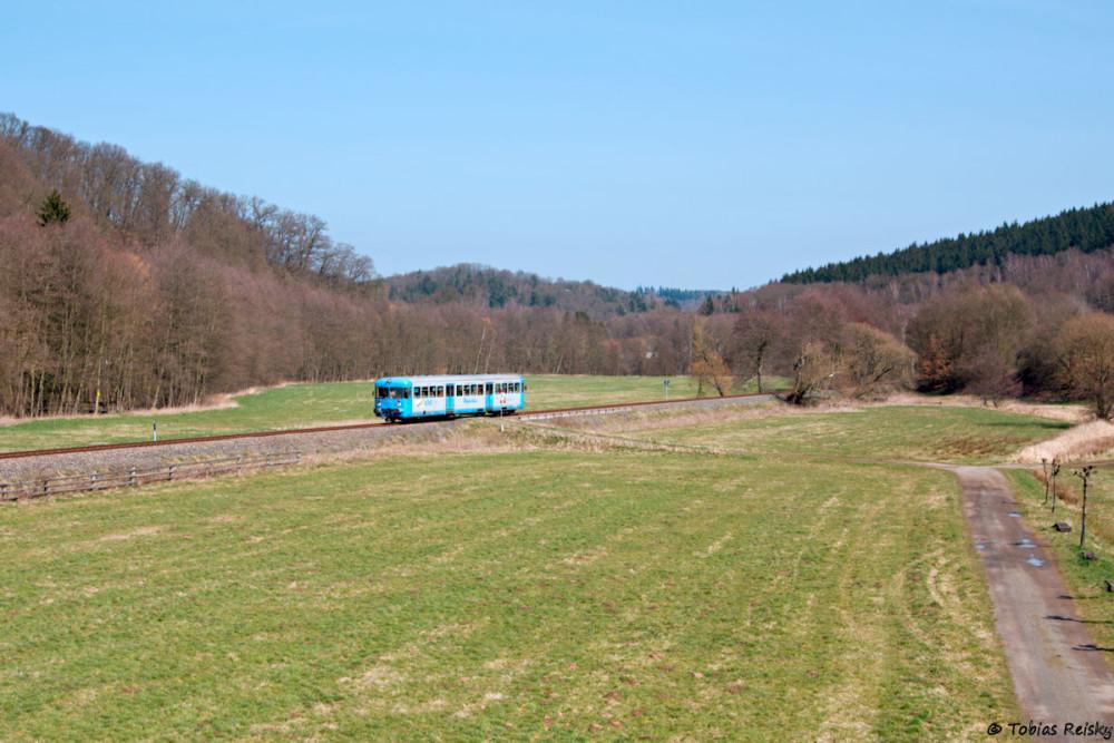 Etwas später am Tage präsentiert sich VT 408 kurz vor Erreichen des Haltepunktes Friesdorf.