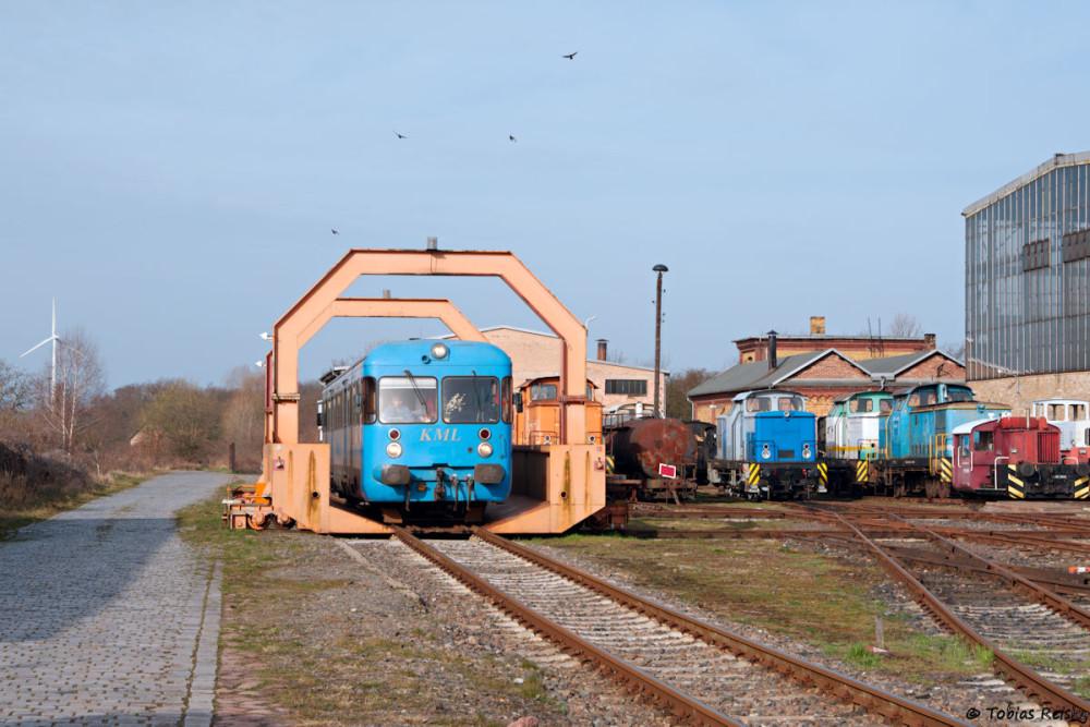 Am nächsten Morgen wurde VT408 in Klostermansfeld wieder pünktlich bereitgestellt und befuhr dabei auch die kultige Schiebebühne.