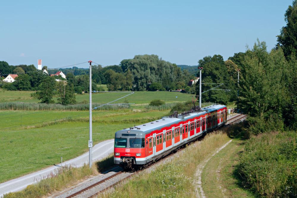 Ebenfalls mit Hochstativ gelang diese Aufnahme zwischen Erdweg und Kleinberghofen.
