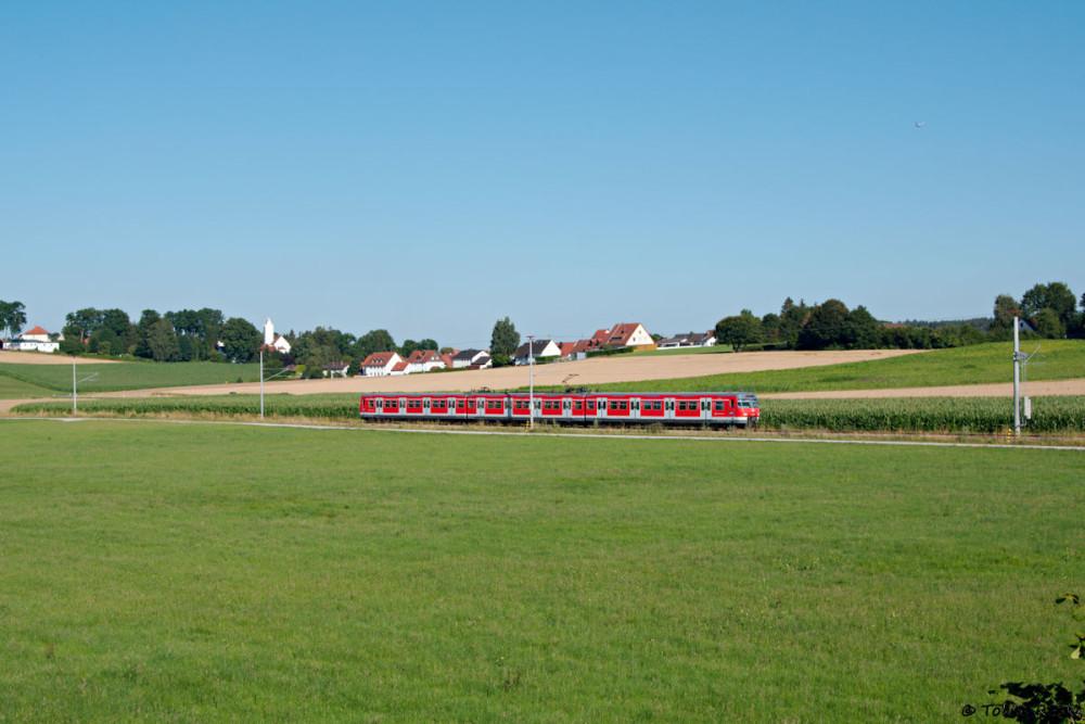...und eine halbe Stunde später standesgemäß mit einer richtigen S-Bahn in Form von 420 460.