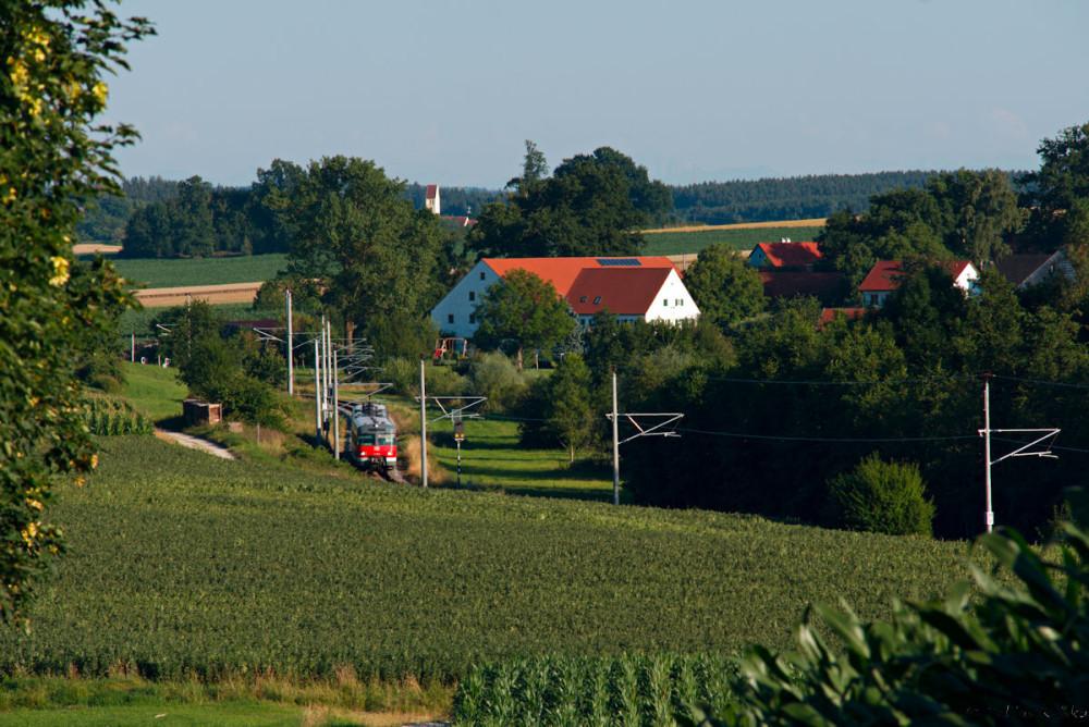 Dieser Blick auf Stumpfenbach zeigt die ländliche Idylle durch die diese Strecke führt.