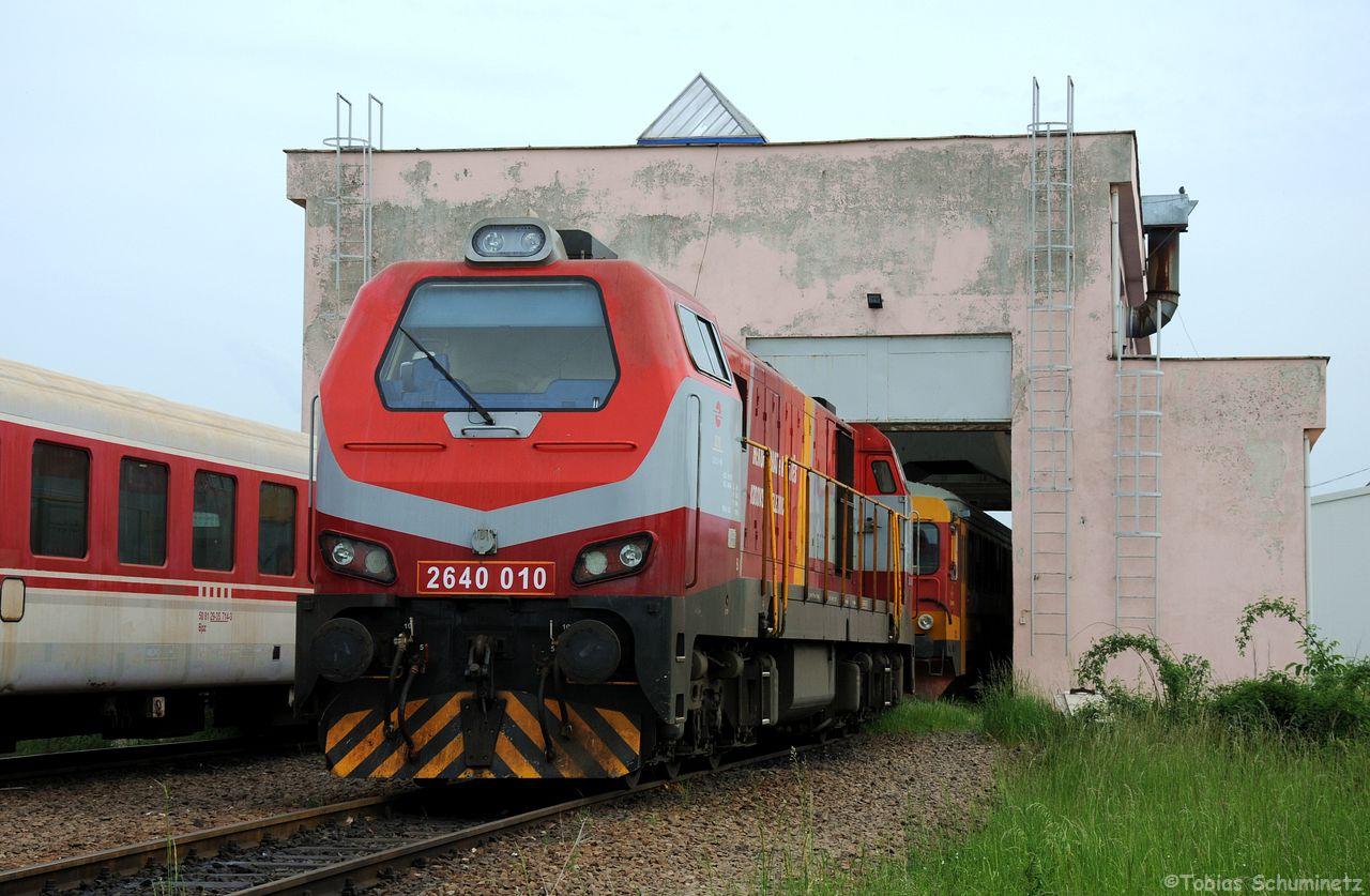 Vor dem kleinen Lokschuppen stand Lok 010 (2640 010), welche auf Basis einer 661 in kroatien von Gredelj neu aufgebaut wurde.