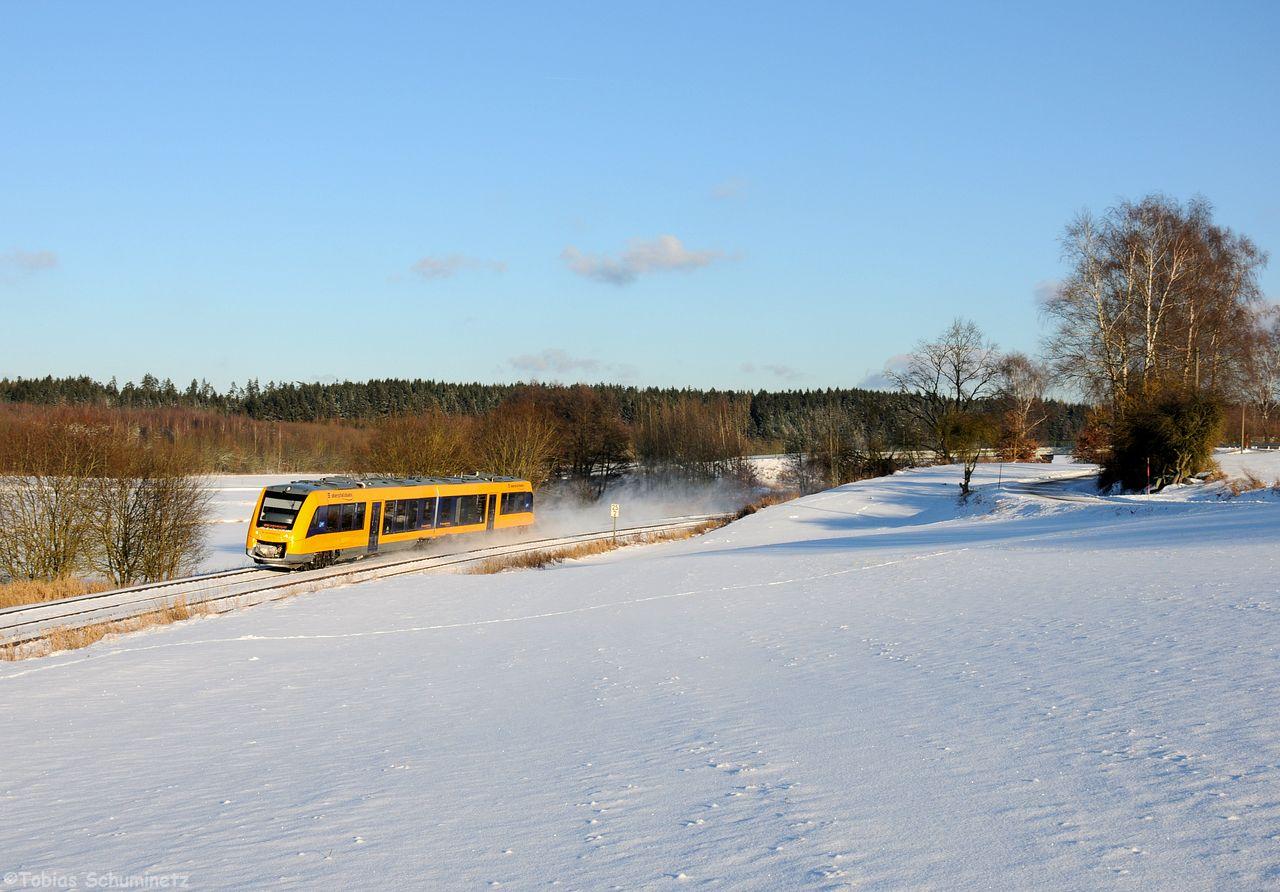 Als Tagesabschluss gab es das erste Motiv des Tages nochmals umgedreht mit einer Oberpfalzbahn in RIchtung Regensburg. OPB79735 bei Escheldorf.