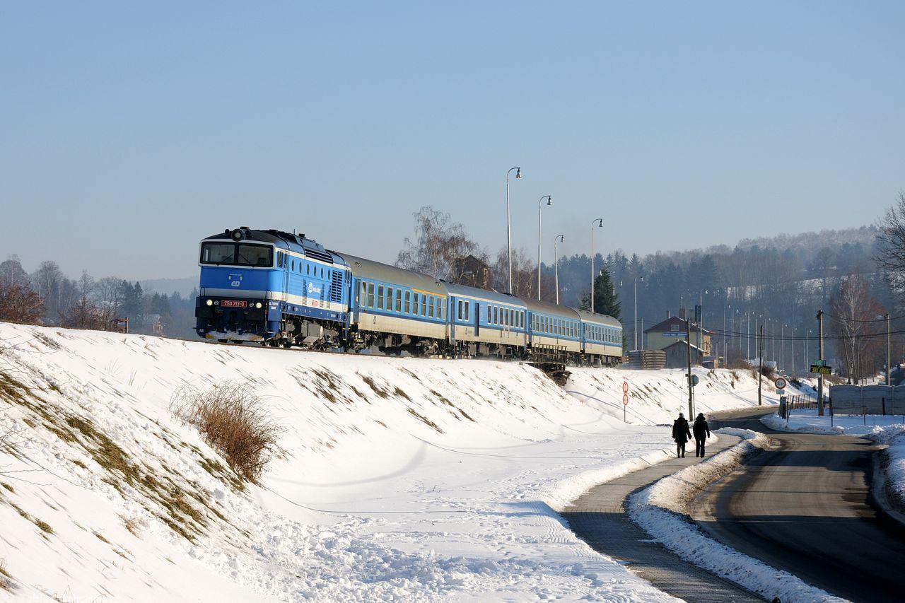 Und fuhr zurück nach Luka nad Jihlavou, wo ich auf 750 713 mit ihrem R664 wartete.
