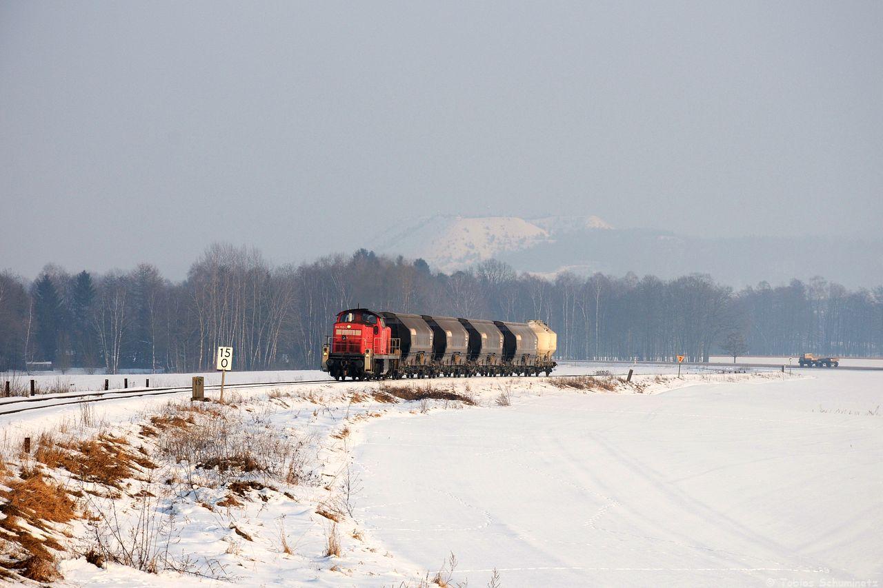 Gleich am Montag war die Schönwetterphase zwar gerade leicht am abklingen aber von der Übergabe zwischen Hirschau und Amberg sollten es auch noch ein paar Schneebilder sein. So konnte ich am Monteblick bei Hirschau 294 765 mit dem EK55974 aufnehmen. Leider war es doch sehr nebelig.
