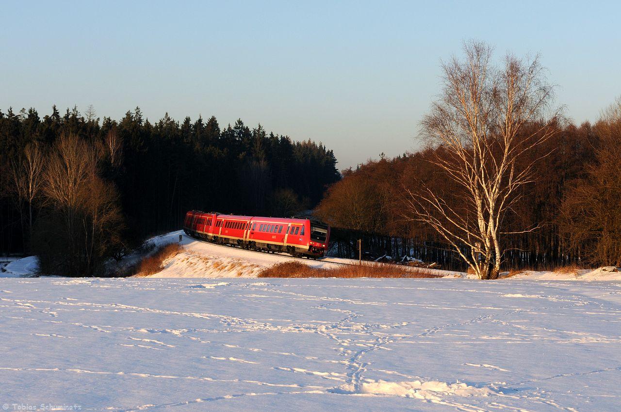 Unser ursprüngliches Ziel war aber ein Zug aus Norden. Das Licht wurde immer knapper, die Abfahrtsmeldung aus Hof lag jedoch schon vor. Zuerst passierte die Stelle ein Doppel aus 612ern.