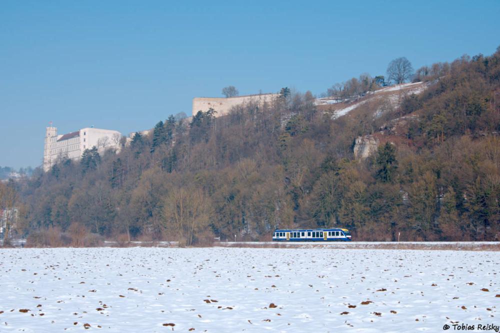 Am Tag danach war ich zusammen mit Marcel im winterlichten Altmühltal unterwegs, wo wir mit einer Aufnahme an der Eichstätter Stadtbahn starteten. Hier bei Rebdorf-Hofmühle.
