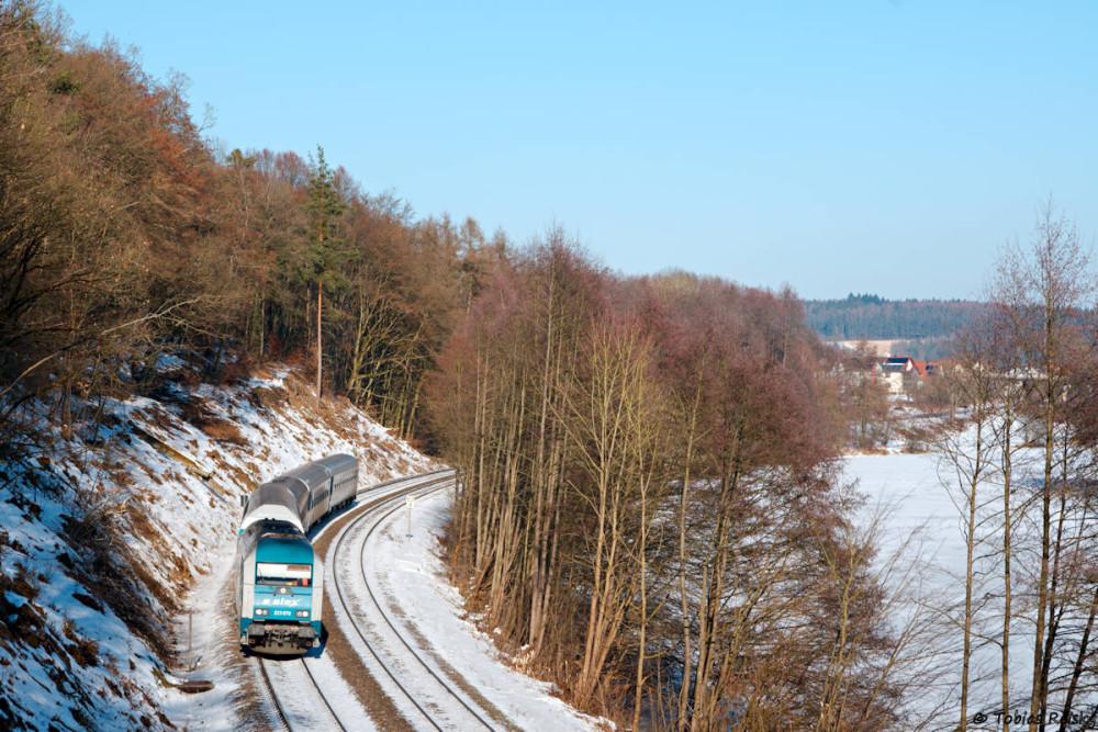 """Wenige Tage später war ich nur kurz vor der Tür um eigentlich den Müllzug von Weiden nach Schwandorf zu erwischen, doch zunächst ging bei Pfreimd der ALX 84113 """"ins Netz""""."""