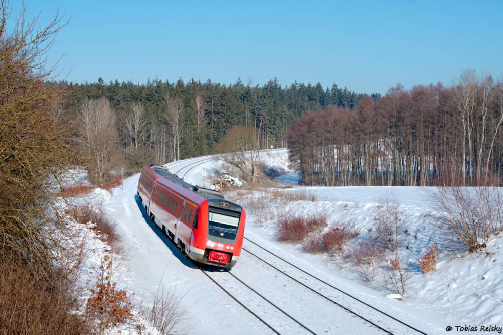 Am Tag danach ging es in die nördliche Oberpfalz, um endlich ein vernünftiges Foto vom durch die SETG eingesetzten OHE-ER20 zu bekommen. Zunächst kam bei Oberteich aber ein 612 vorbei.