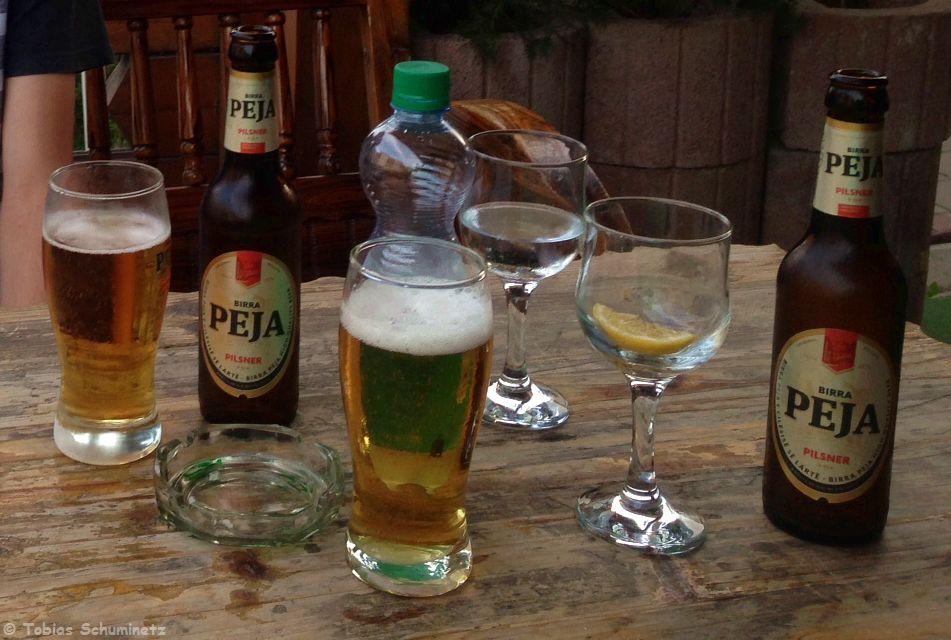 Zu einem leckeren Peja-Bier ließen wir den Tag ausklingen