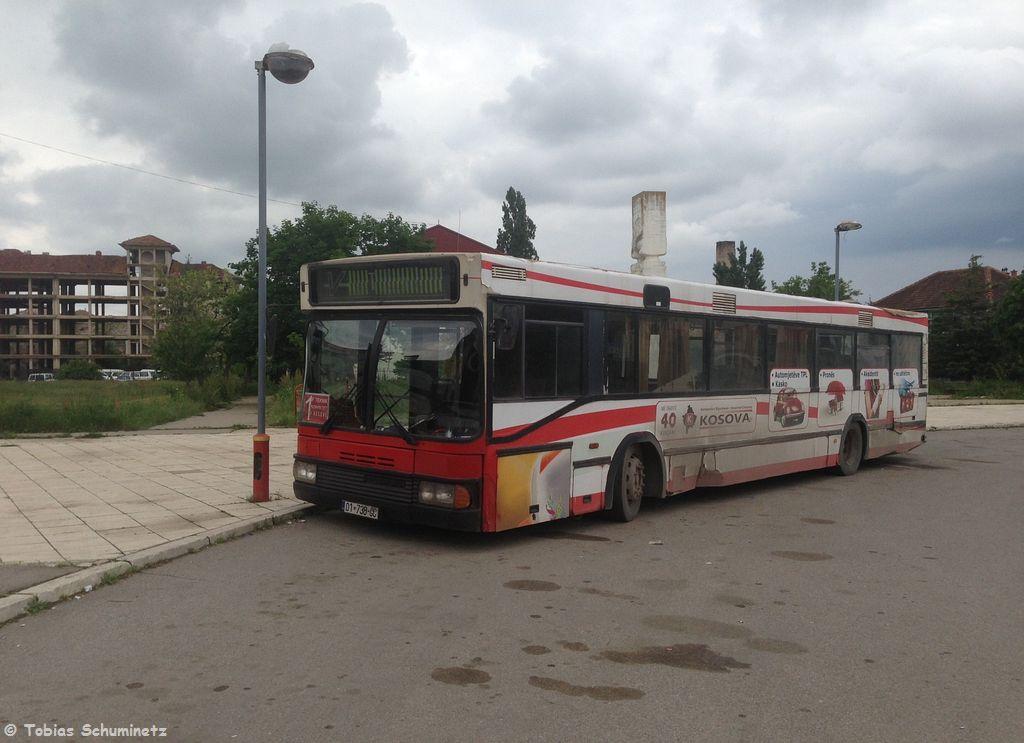 Später haben wir uns entschlossen nochmals mit dem Zug nach Hani i Elezit zu fahren. Heute stand aber nicht Hutfilters Reisedienst am Bahnhof sondern ein anderer total fertig aussehender Bus.