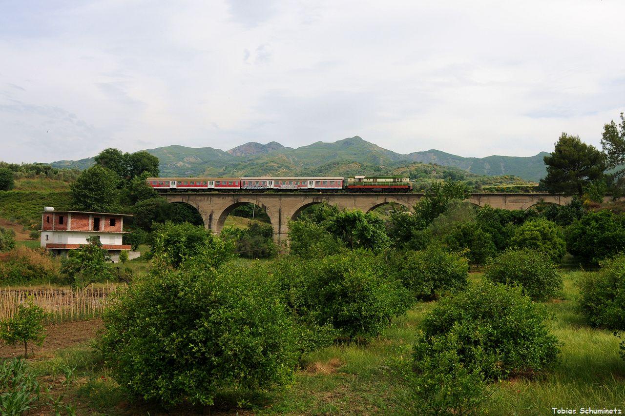 Hinter Bishquem fuhr der Zug über eine größere Brücke, auch hier war leider keine Sonne.