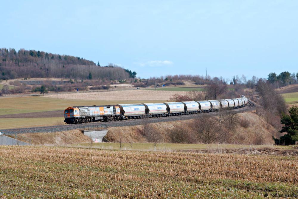 Die langsame Bergfahrt des schweren Zuges brachte ein zweites Foto bei Lengenfeld ein.