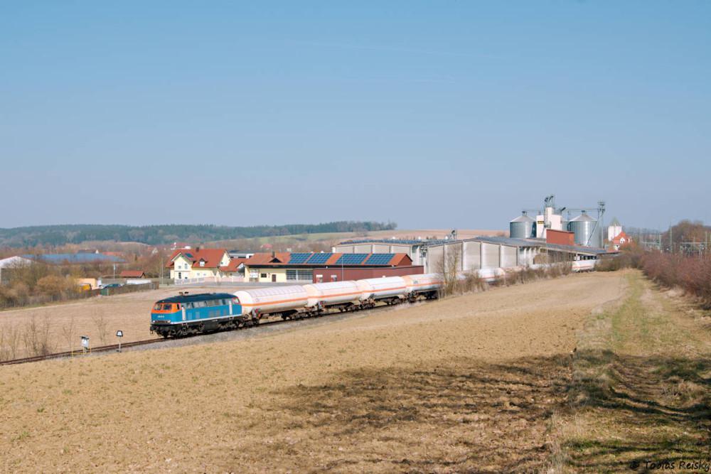 ...ehe der Zug bei der Ausfahrt aus Eggmühl auf die Laabertalbahn ein zweites Mal erwischt werden konnte.
