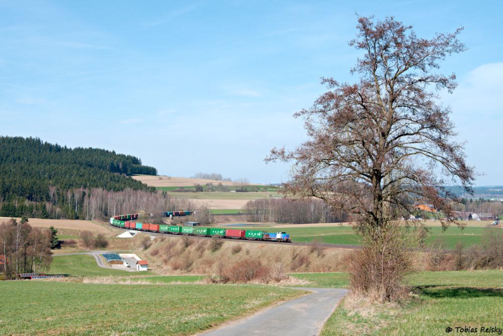 """Am 31.03.2017 war dann mal wieder der Wiesautainer dran: In der Lengenfelder Kurve gelang ein Foto mit der """"frischen"""" 1277 011."""