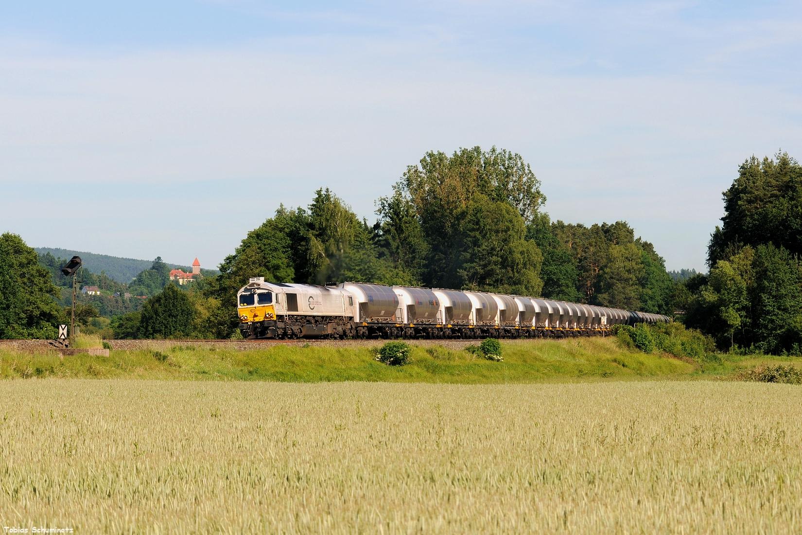 Am Abend des 11. Juni kam dann der MEG Zementzug von Regensburg nach Rüdersdorf. Hier mit 266 442 bei Wernberg.