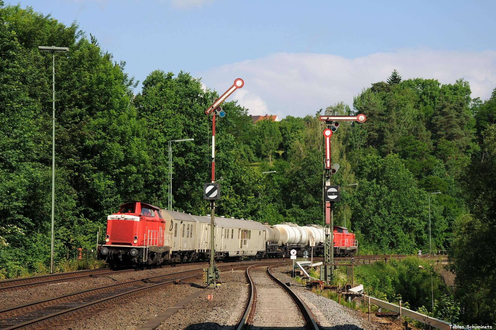Am Morgen des 18.06.2017 wollte ich die Fahrt des MEG in Richtung Regensburg aufnehmen, als mit der Spritzzug mit 212 298 und 212 265 in Windischeschenbach überraschte.