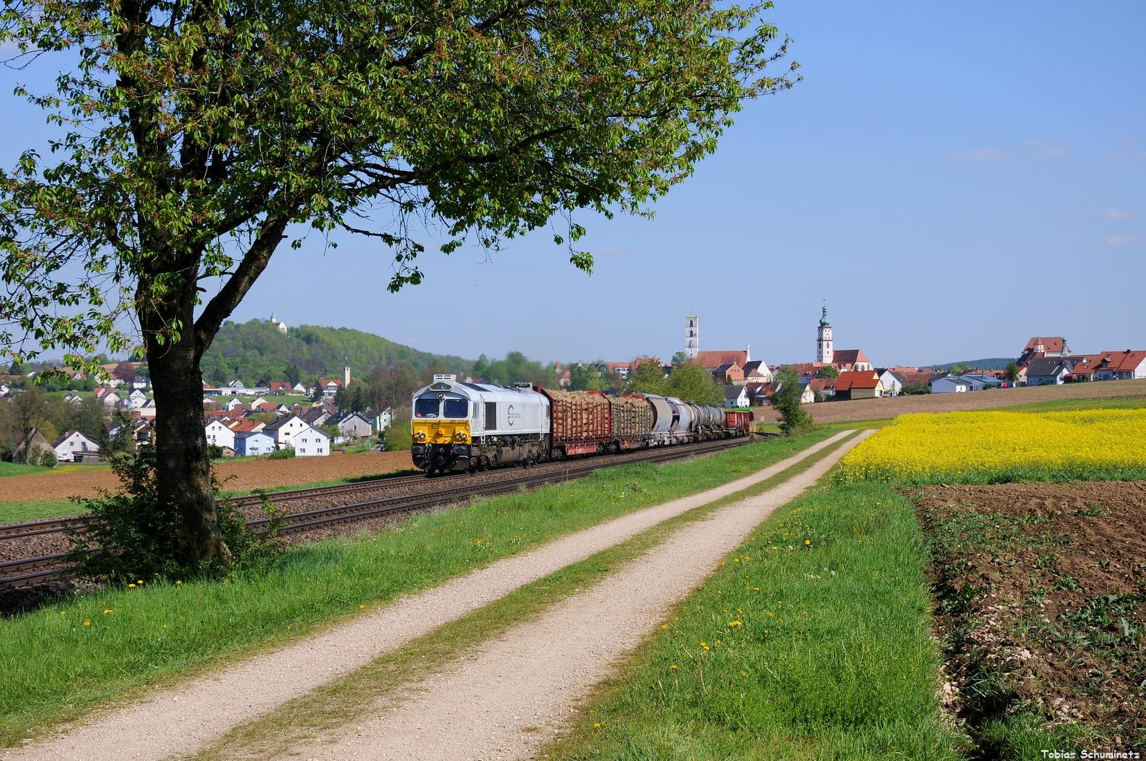 Am 10.05.2017 wurde der EK56014 von Schwandorf nach Nürnberg mit einer der neuen Class66 Loks bespannt. Hier war es 077 032 bei Sulzbach-Rosenberg.