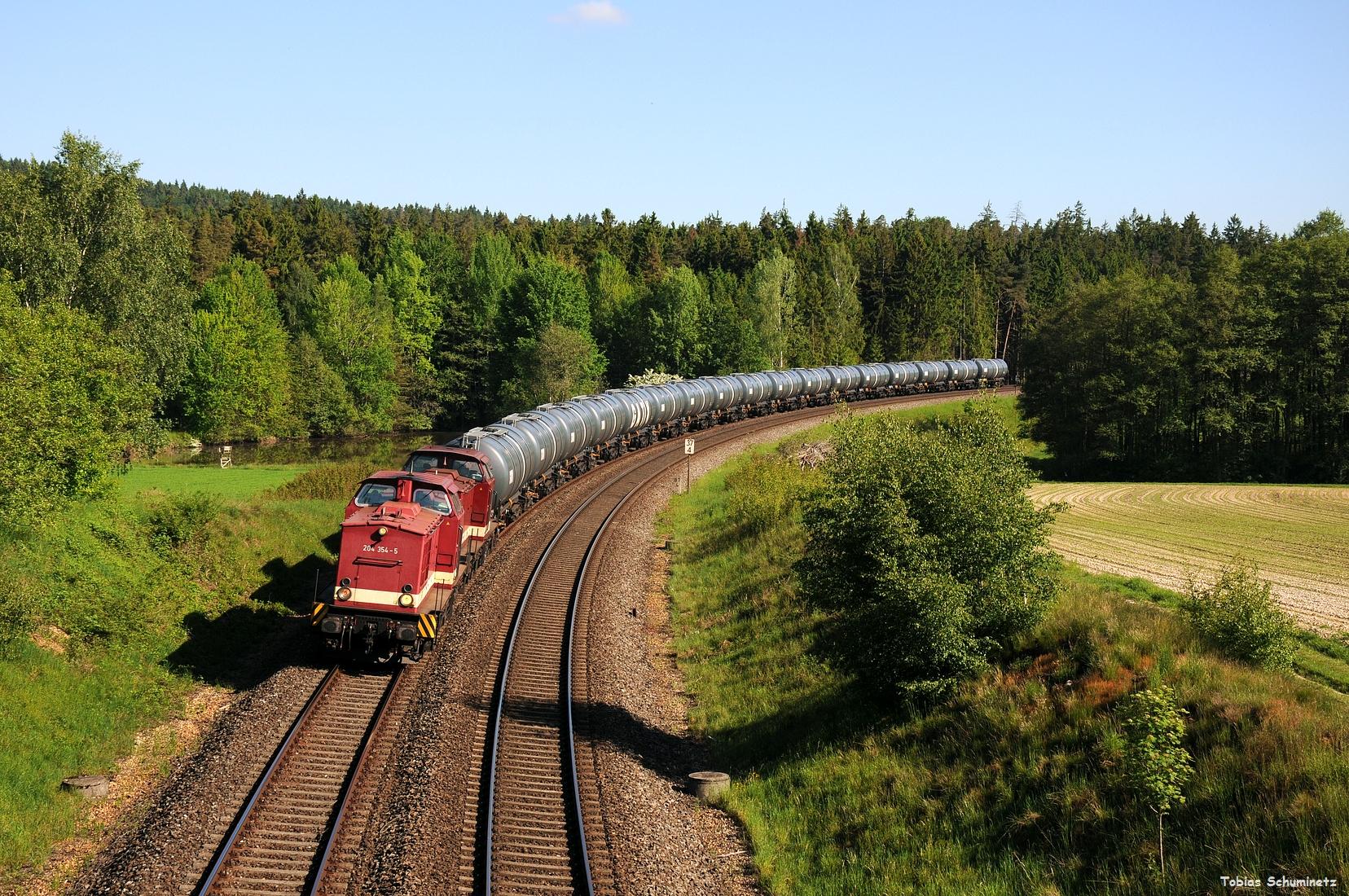 In der Gegenrichtung waren zwei MTEG V100 Ost mit Kesselzug nach Weiden-West gemeldet. Diese wurden bei Oberteich von der Brücke aus mitgenommen. 204 354 und 204 425 gaben sich die Ehre.