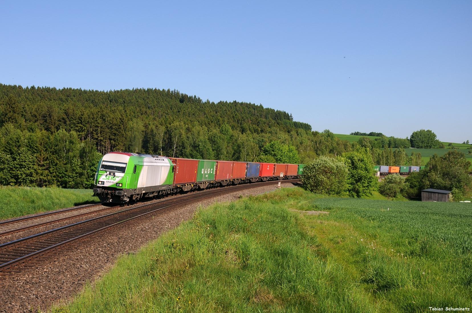 Gleich im Anschluss bin ich nach Lengenfeld gefahren um den Wiesau-Containerzug mit SETg ER20-01 aufzunehmen.
