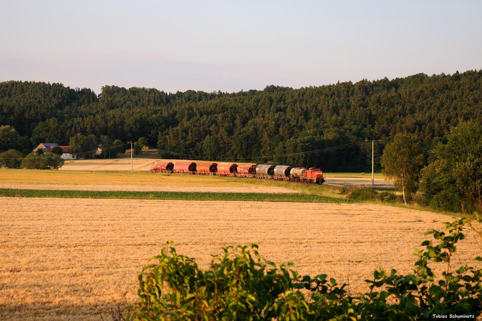 Ein letztes mal kann man den Zug bei Godlricht in der Kure aufnehmen. DIe Lok bekommt hier sogar nochmals etwas Frontlicht ab.