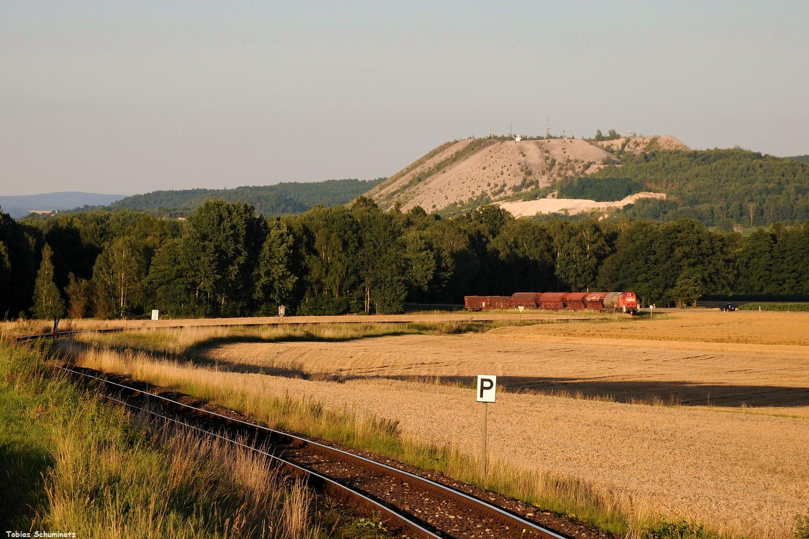 Auch am Abend des 13.07.2017 wollte ich etwas neues ausprobieren. Am Monteblick habe ich die Televersion mal so variiert, dass man die Strecke noch im Vordergrund hat. 294 612 beschleunigt ihren Zug aus Hirschau heraus und nimmt Anlauf für die anstregende Bergfahrt.