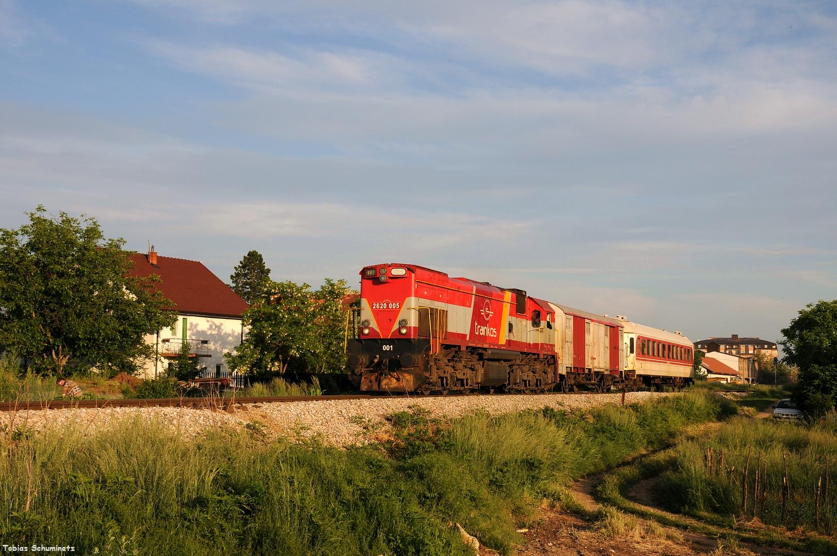 Hinter Lipjan konnten wir den Zug mit Lok 001 ein letzes Mal aufnehmen.