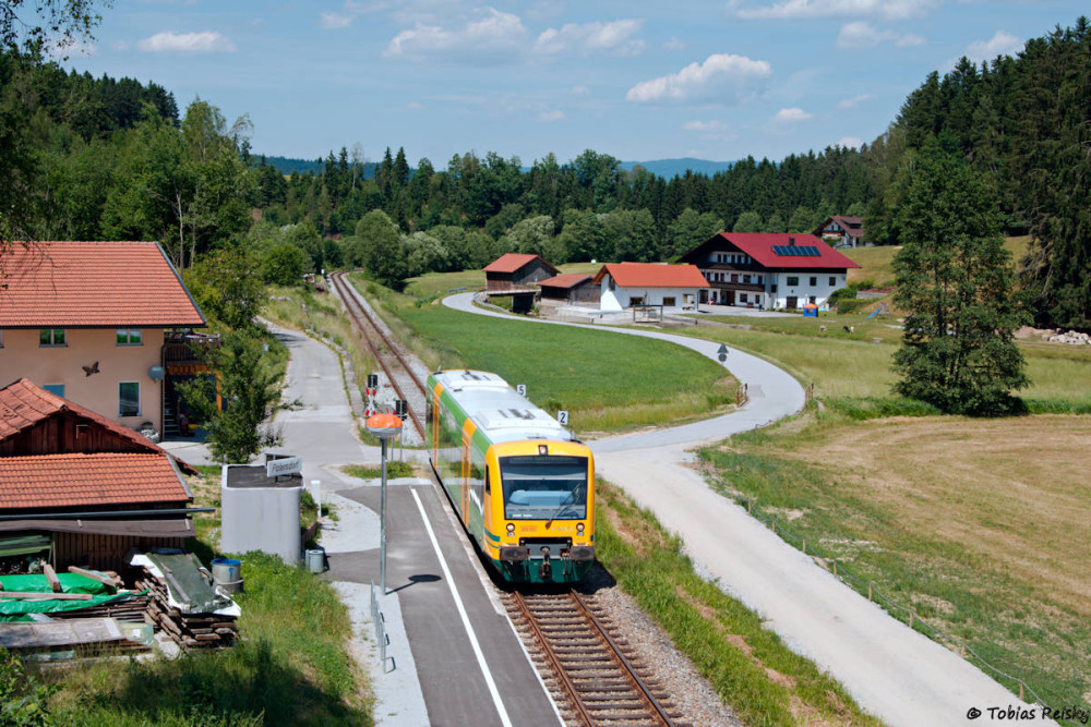 Los geht's am 15.06.17 in Patersdorf, wo VT650.76 auf dem Weg nach Gotteszell war.