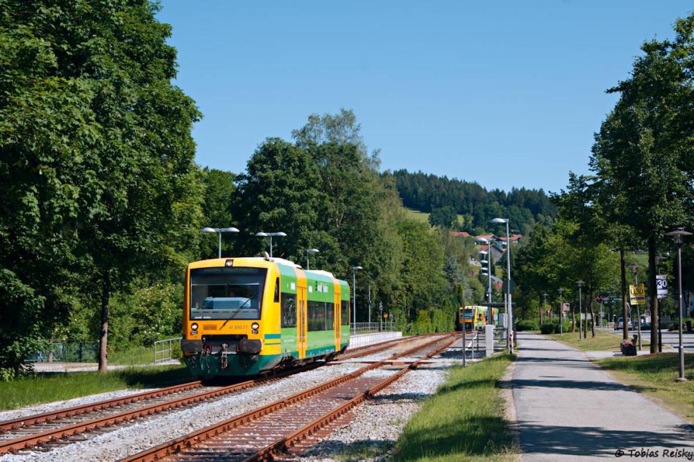 """Zugkreuzung in Teisnach """"Hbf""""."""