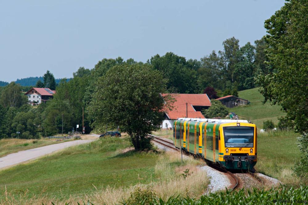 Wiederum bei Ochsenberg entstand diese Aufnahme des dreiteiligen Schülerzuges.